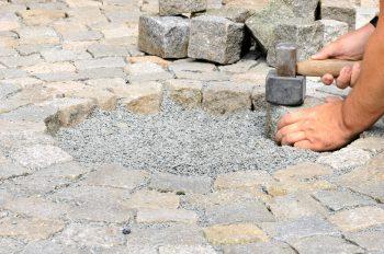 Kosten Pflastersteine Verlegen pflastersteine verlegen preisbeispiele kostenfaktoren und mehr