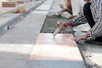 Terrassenplatten Verlegen Kosten Sparmoglichkeiten Und Mehr