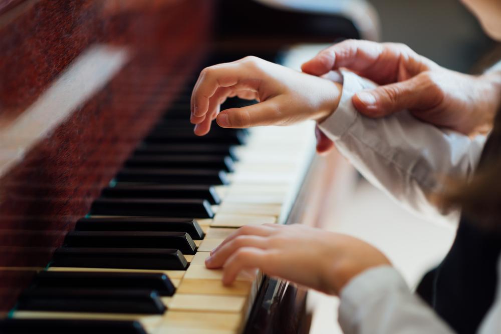 Ich möchte Klavier spielen lernen – was kostet der Unterricht?