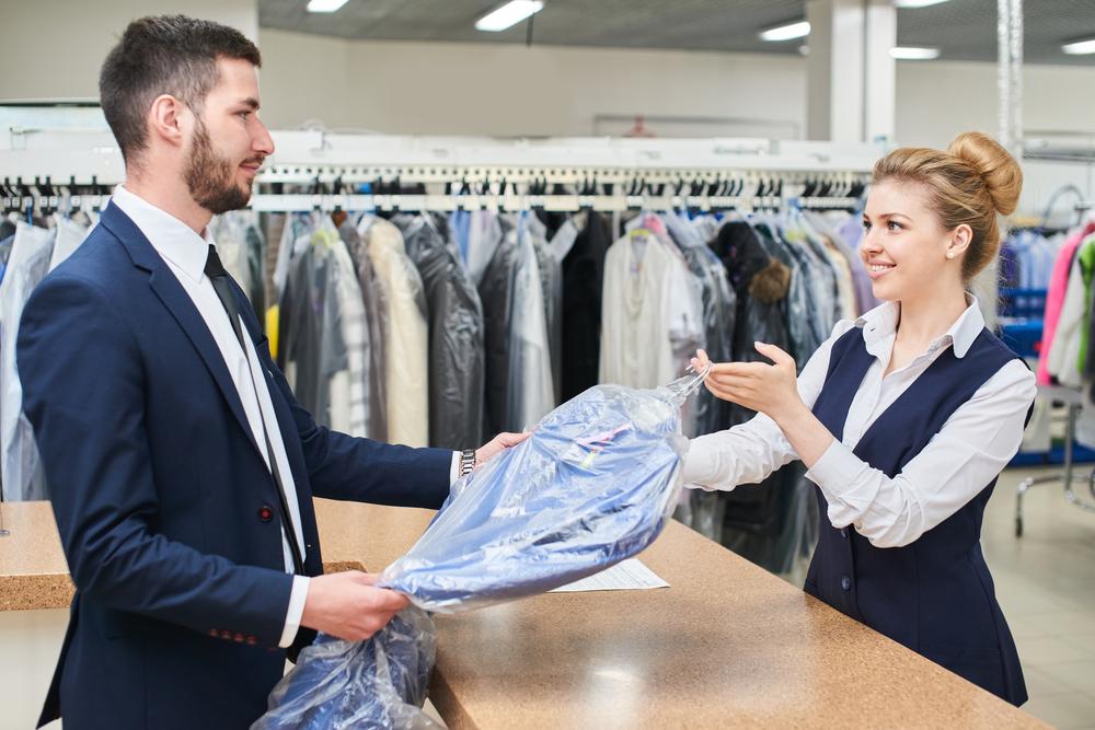 Anzug in die Reinigung – welche Kosten verursacht das?