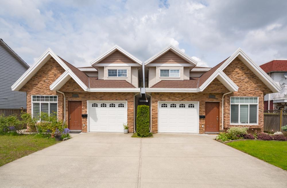 Doppelhaushälfte – welche Kosten sind im Vergleich zum Einfamilienhaus zu erwarten?
