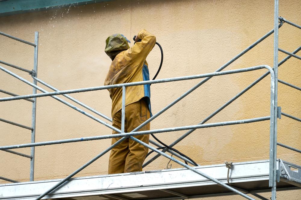 Professionell die Fassade reinigen: welche Kosten fallen an?