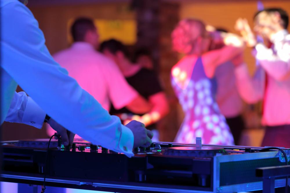 Tolle Stimmung auf der Hochzeit – was kostet ein Hochzeits-DJ?