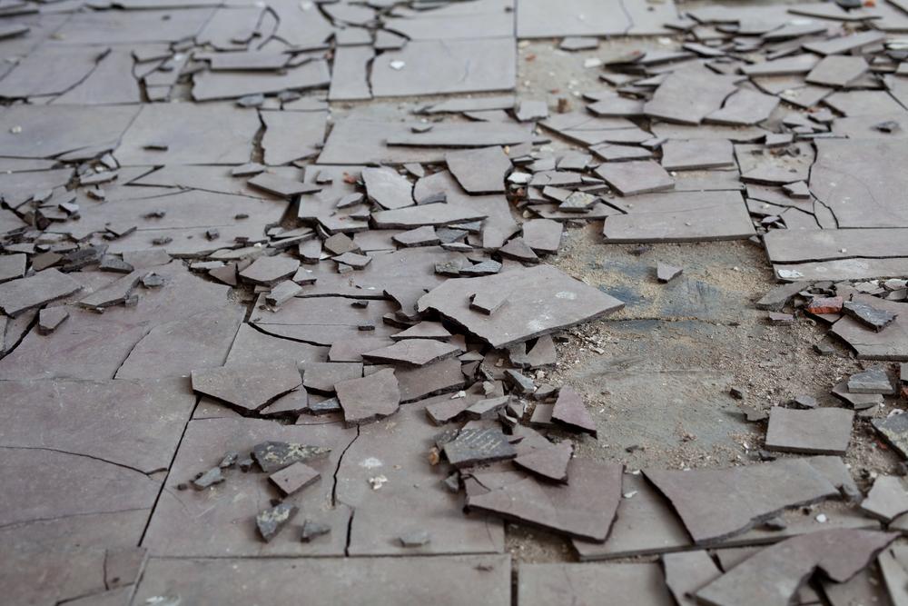 Asbest-Bodenbelag entfernen: welche Kosten sind zu erwarten?