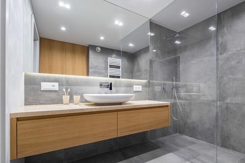 Ebenerdige Dusche einbauen – mit welchen Kosten muss man rechnen?