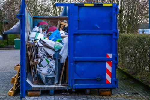 Haushaltsauflösung über Container: mit diesen Kosten müssen Sie rechnen