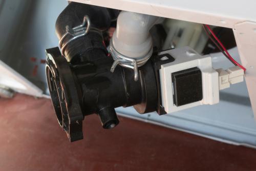 Bei der Waschmaschine die Pumpe wechseln: Welche Kosten muss man einkalkulieren?