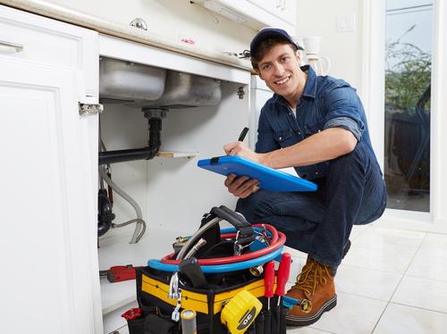 Wenn der Klempner kommt: Welche Kosten fallen an?