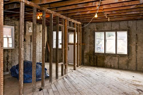 Altes Haus sanieren: welche Kosten sind zu erwarten?