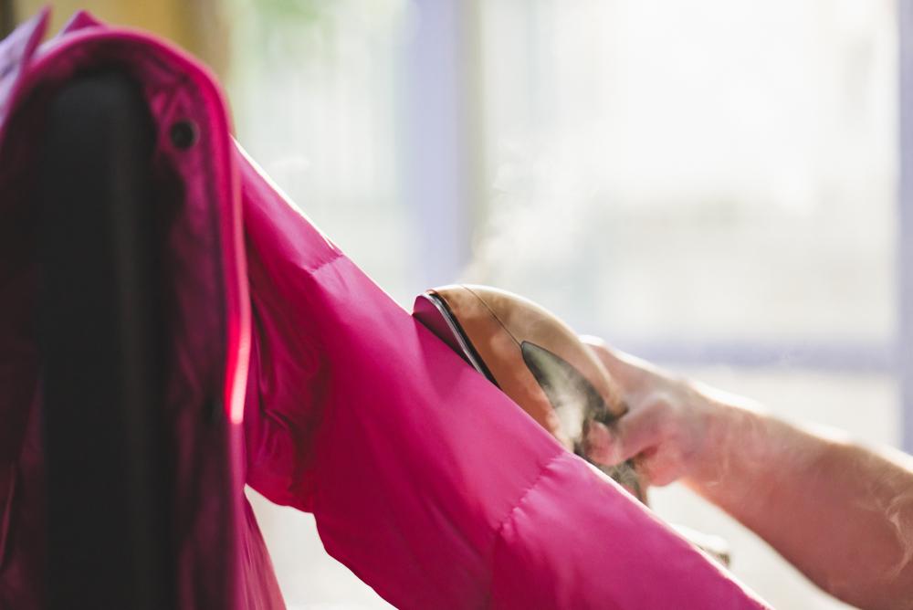 Daunenjacke in die Reinigung: welche Kosten das verursachen kann