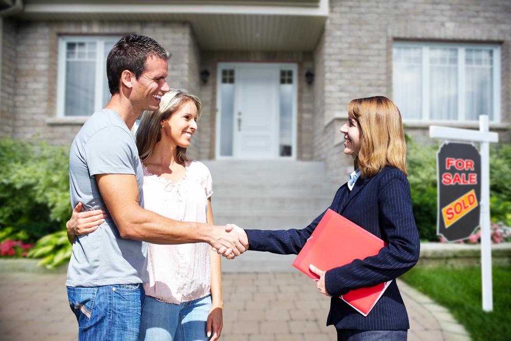 Haus verkaufen über den Makler: Welche Kosten fallen an?