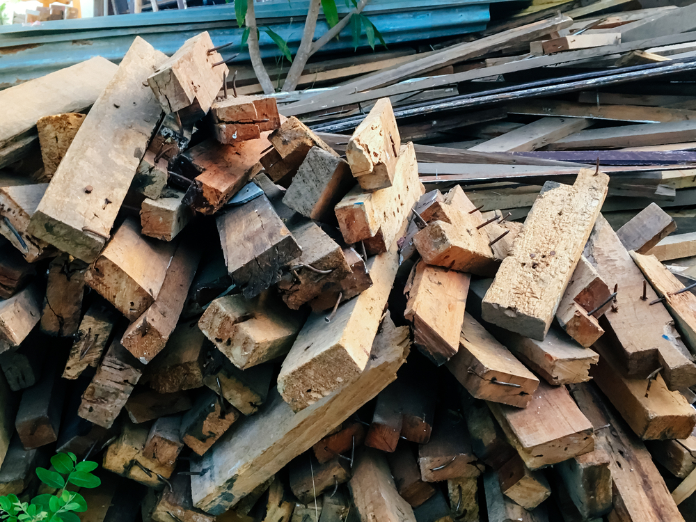 Holz entsorgen: welche Kosten sollte man rechnen?