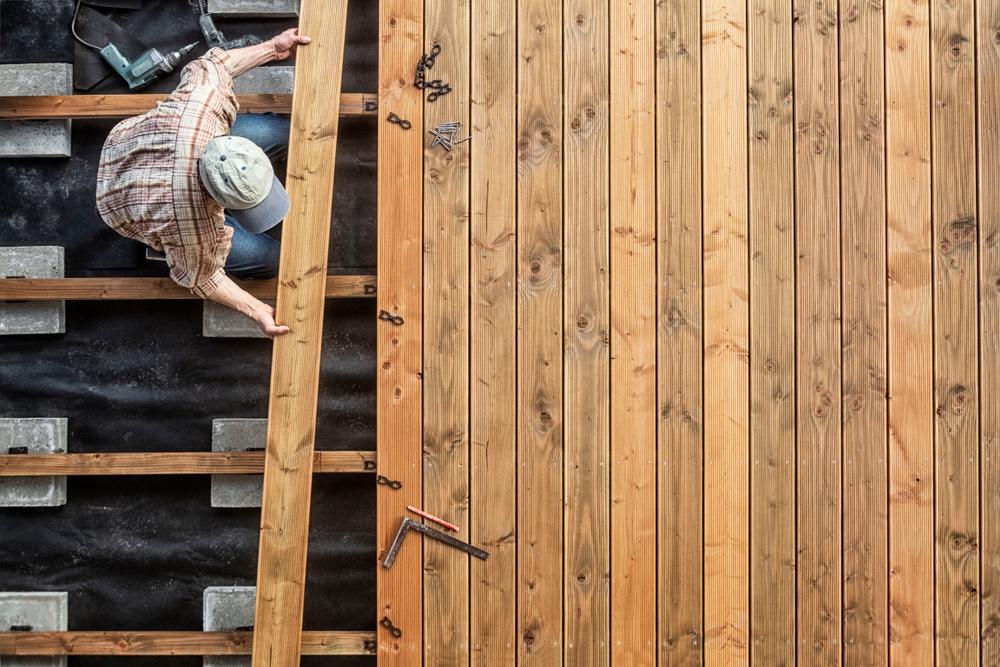 Holzterrasse: die Kosten beim Bau durch den Handwerker