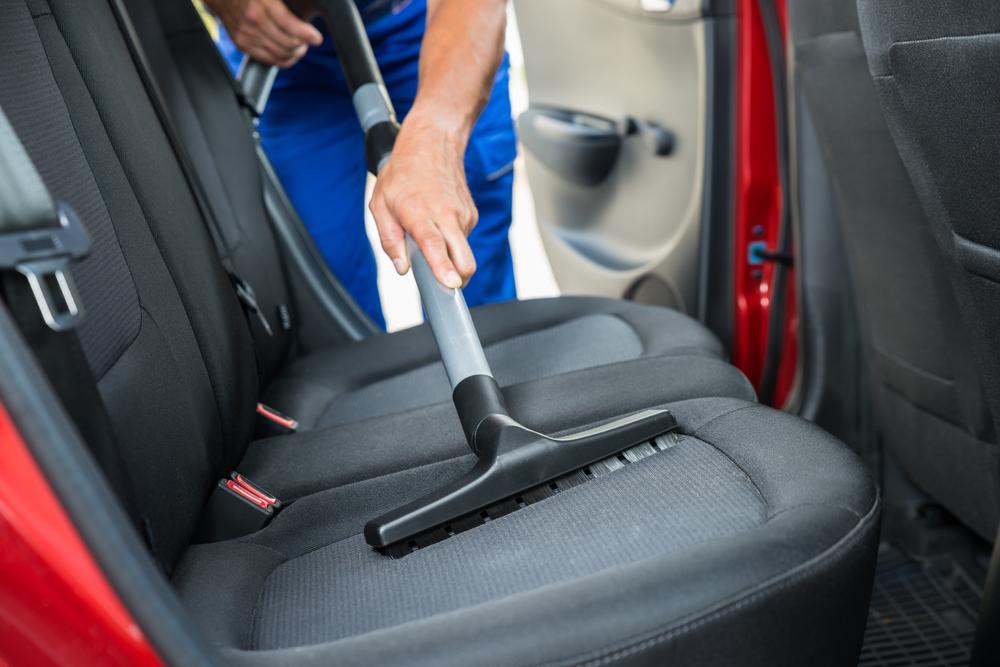 Innenraumreinigung beim Auto: welche Kosten muss man rechnen?