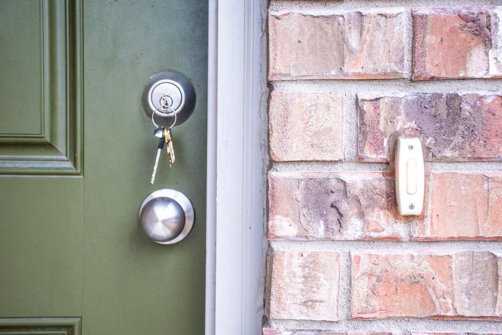 Haustürschloss austauschen: Welche Kosten kann man veranschlagen?