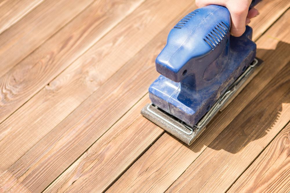 Holzdielenboden abschleifen und versiegeln – welche Kosten verursacht das?