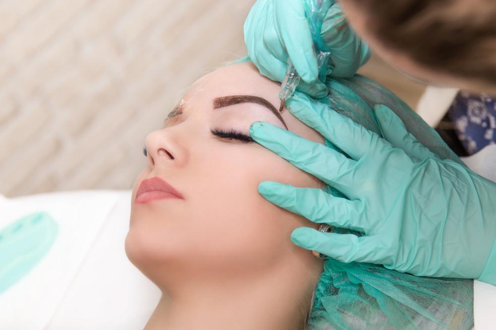 Was kostet die Augenbrauen-Verschönerung durch Permanent Make-up?