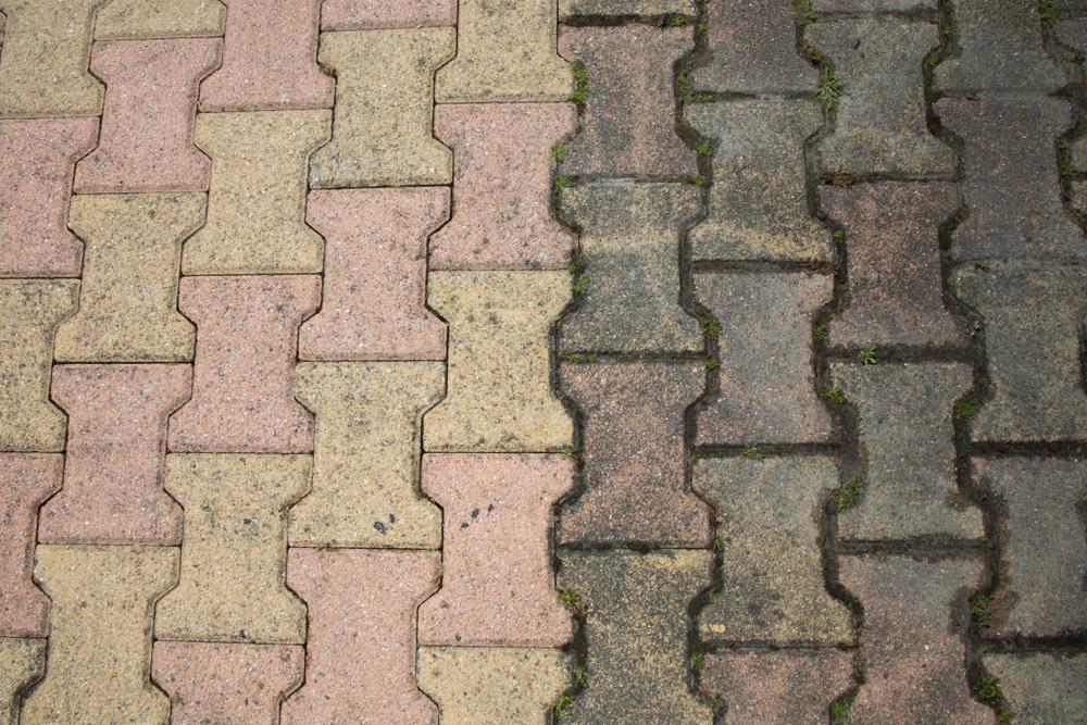 Pflastersteine reinigen und versiegeln: welche Kosten muss man rechnen?