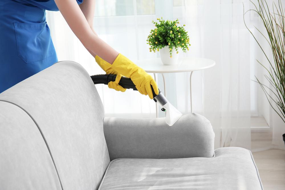 Polsterreinigung beim Sofa: Welche Kosten sollte man rechnen?