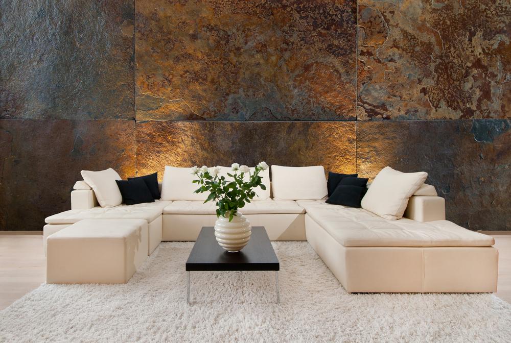 Steinwand im Wohnzimmer: welche Kosten verursacht das?