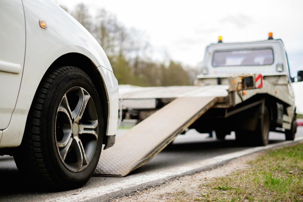 Das Auto abschleppen lassen: Was kostet das?