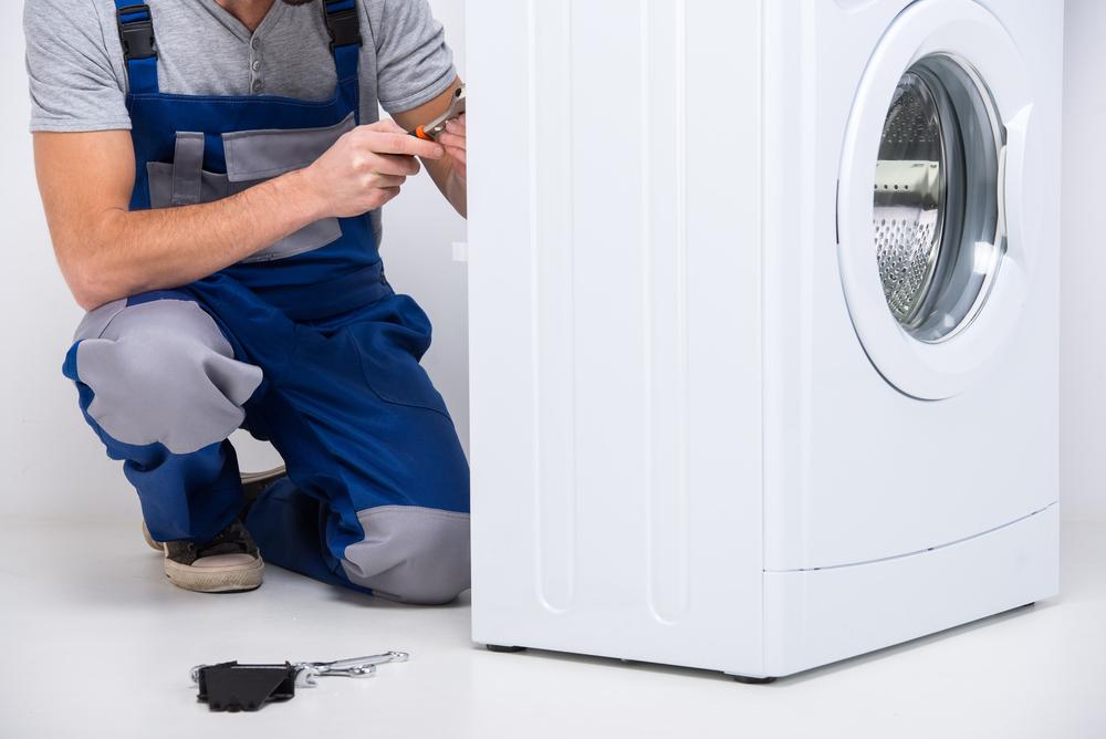Bei der Waschmaschine die Stoßdämpfer wechseln: welche Kosten sind zu veranschlagen?