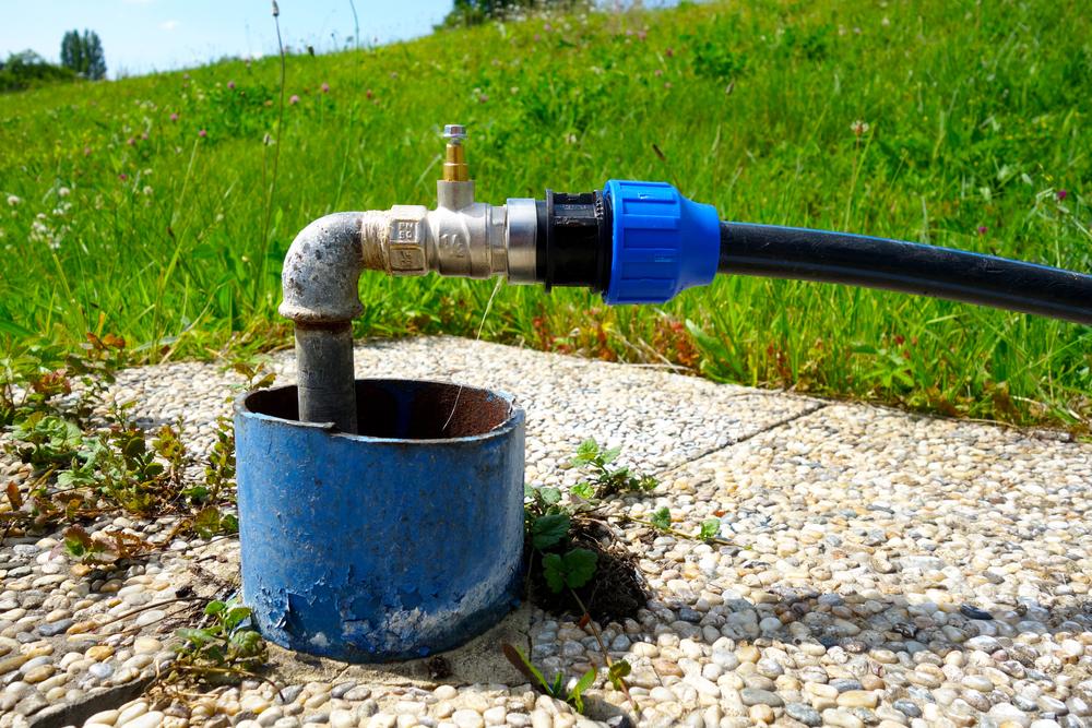 Wasseranschluss im Garten: wie kann man Kosten sparen?