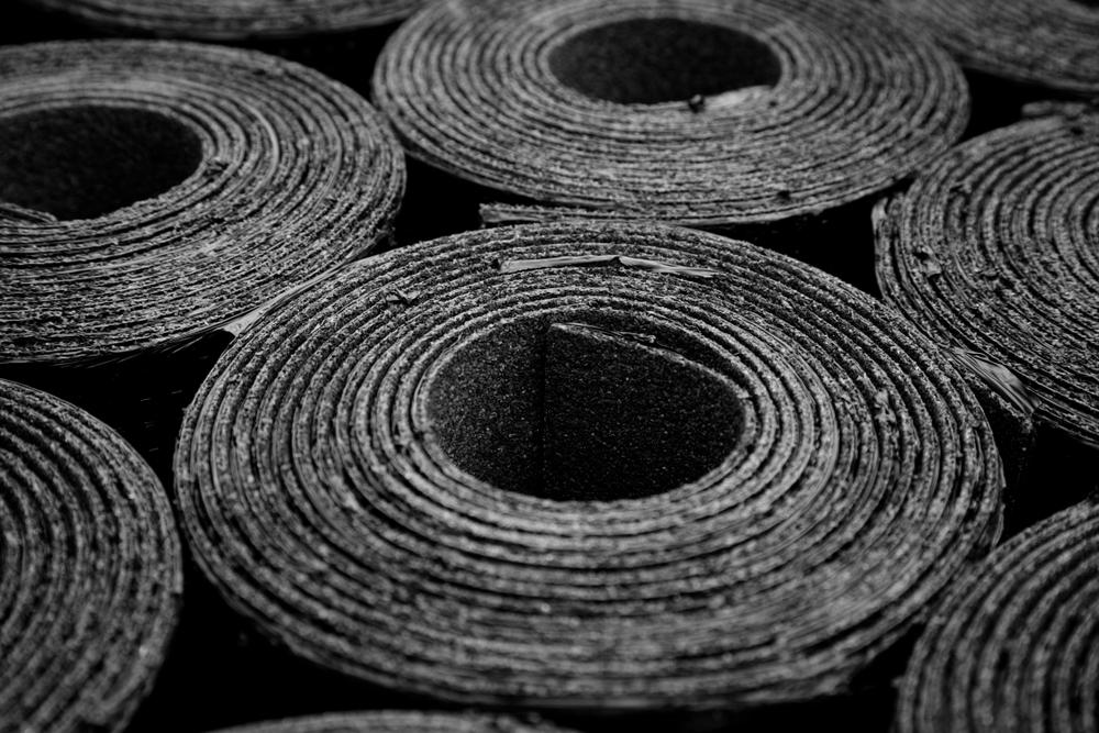 Bitumenplatten entsorgen: Welche Kosten fallen an?