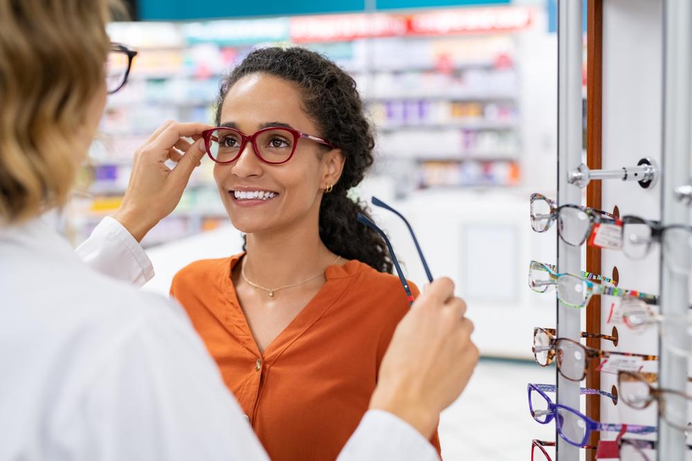 Endlich wieder scharf sehen: Was kostet eine Brille?
