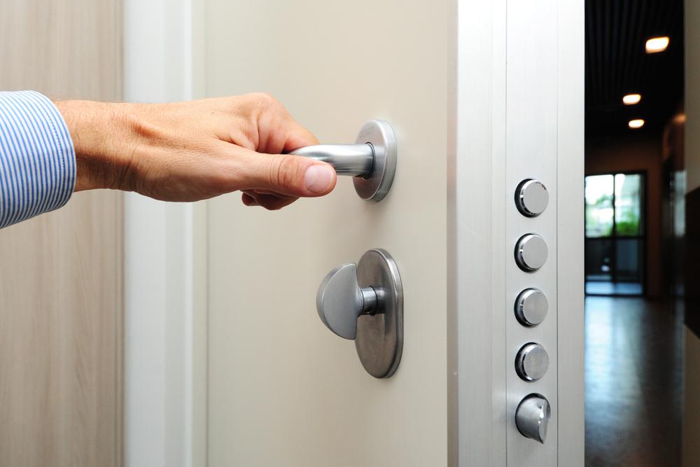 Haussicherheit: Was kostet eine einbruchsichere Wohnungstür?