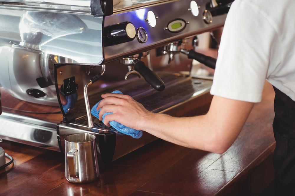 Kaffeevollautomat reinigen lassen: welche Kosten sind zu erwarten?