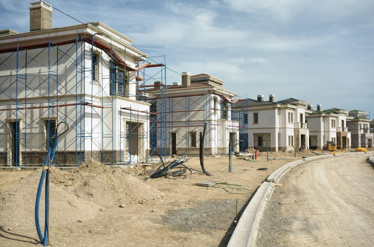 Baustraße errichten: welche Kosten fallen an?