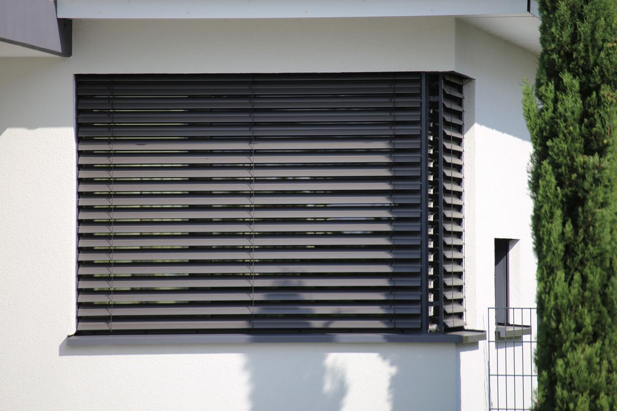 Fenster mit Jalousie im Scheibenzwischenraum: welche Kosten muss man rechnen?