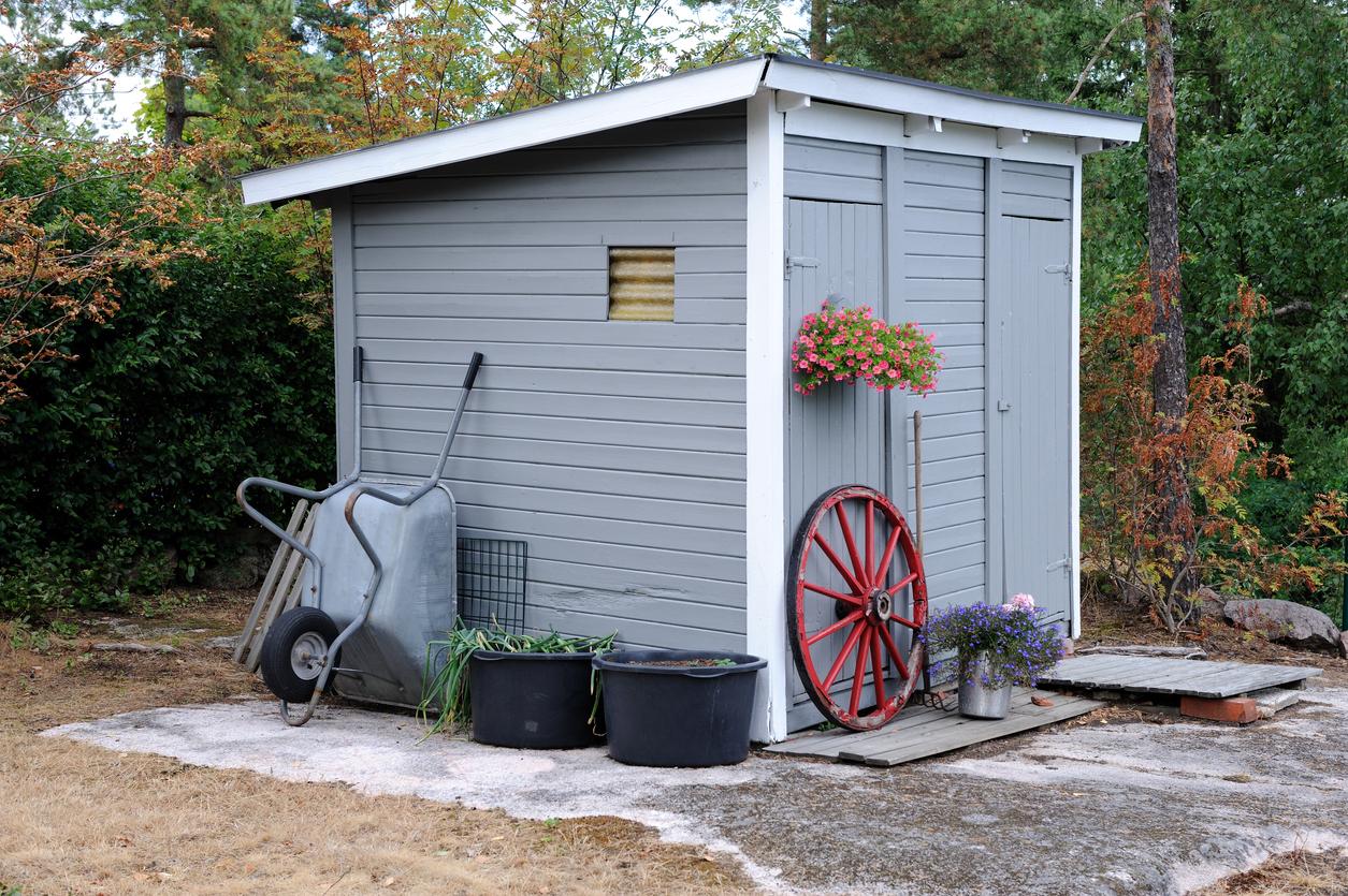 Gartenhaus aufbauen lassen – welche Kosten muss man rechnen?