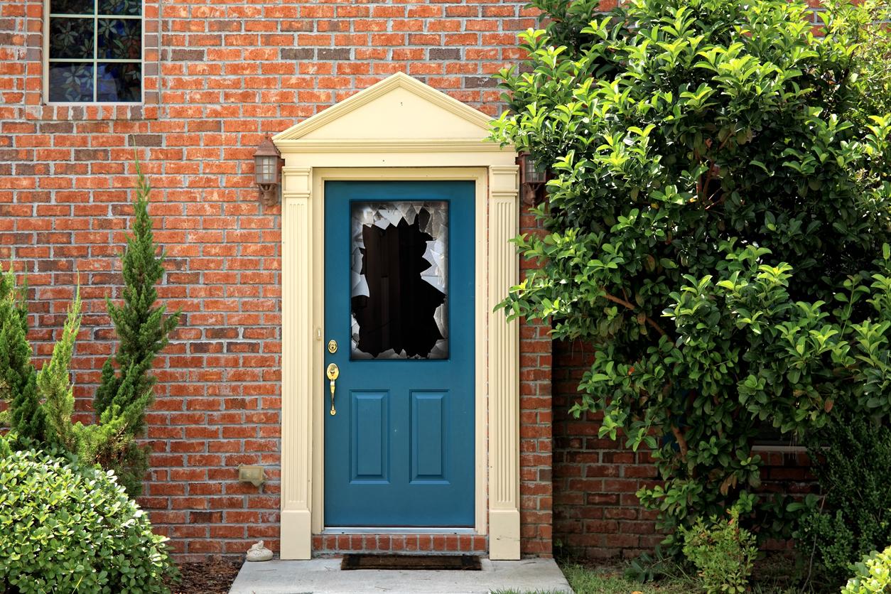 Glas in einer Tür ersetzen lassen: welche Kosten sollte man rechnen?