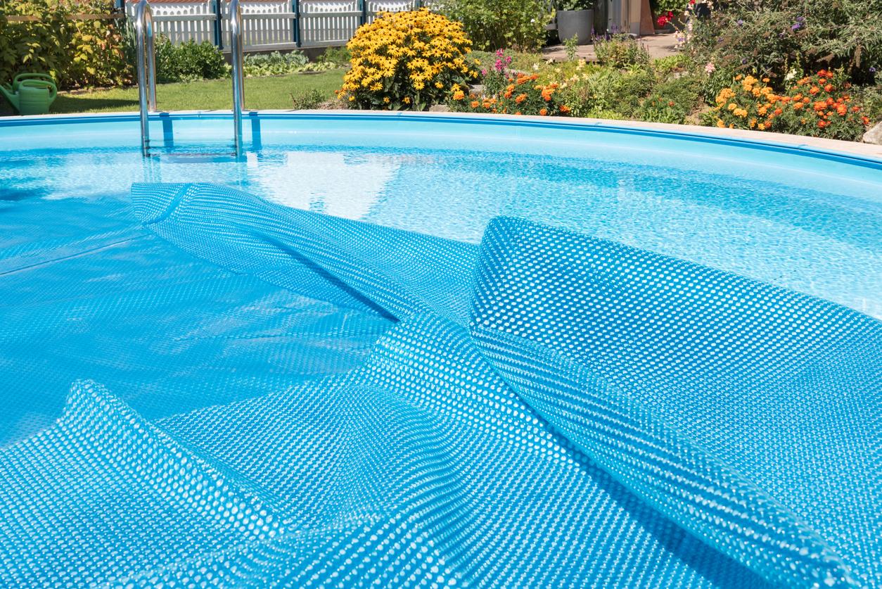 Schwimmbad mit Folie auskleiden: welche Kosten muss man rechnen?