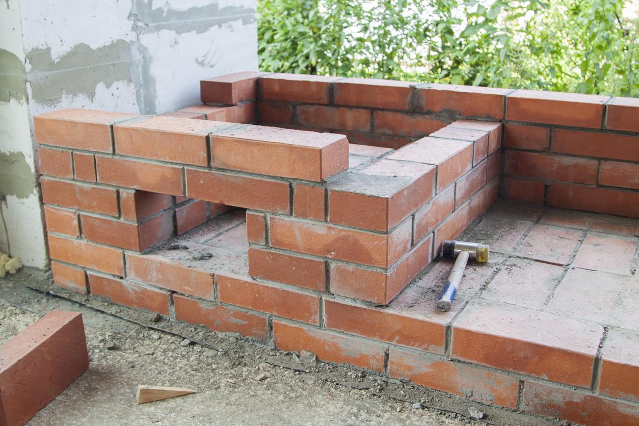 Steinbackofen selber bauen: Welche Kosten muss man rechnen?