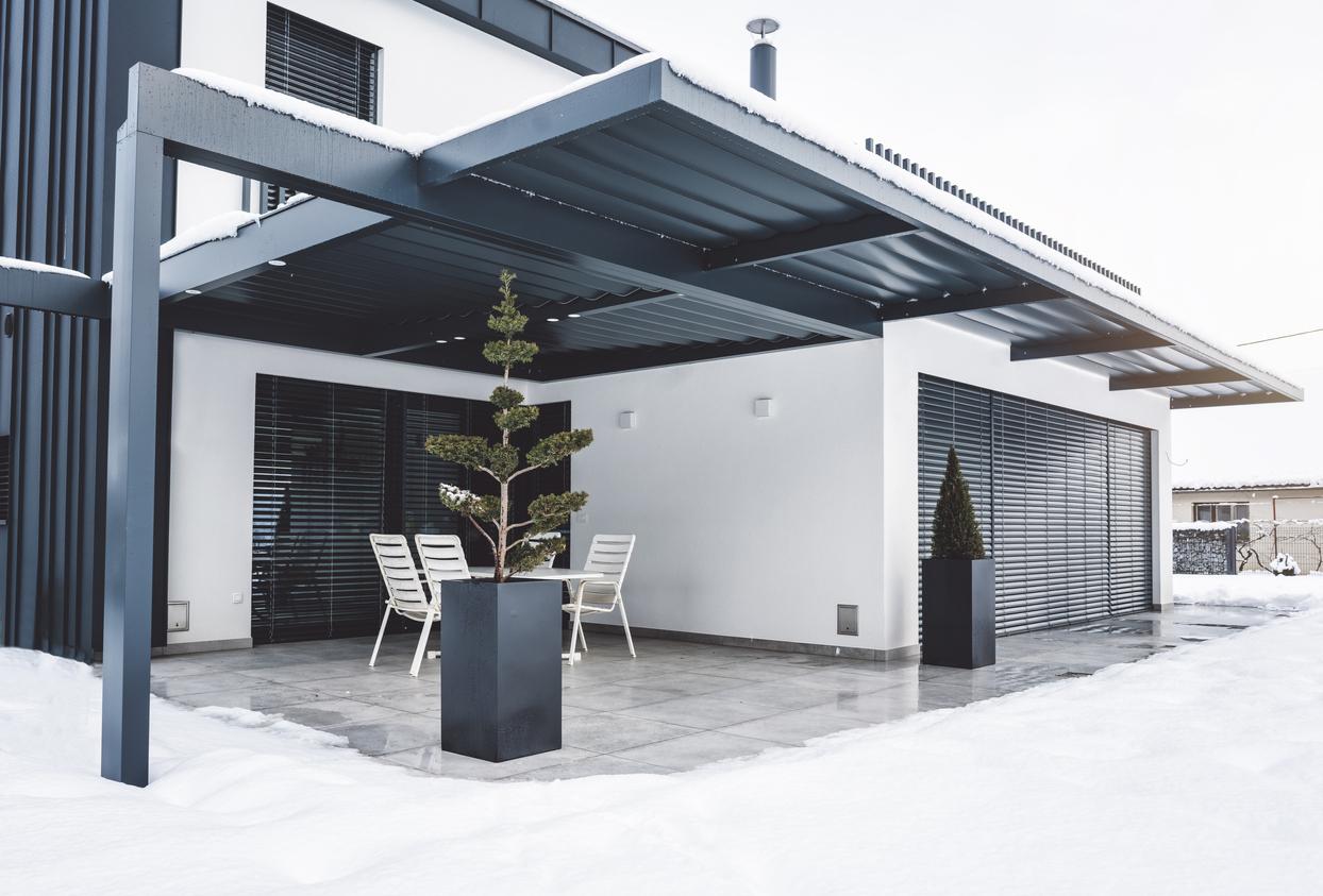 Überdachung für den Balkon: welche Kosten muss man rechnen?